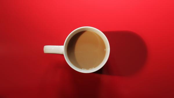 Servering finns med kaffe/the, dricka, kaffebröd, hamburgare mm till förmånliga priser. Swish finns.