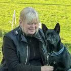 Är uppväxt med hundar och har sedan 1986 haft egna hundar som jag gått diverse kurser och utbildningar med i SBKs regi.   Idag bor Flat coated retreivern Karlsson och Kelpien Tiwaz  hos oss.   Har alltid fascinerats av inlärning och tycker att hundens förmåga att använda sitt luktsinne för att spåra eller söka efter någon eller något är ett extra intressant område.  I brukshundklubbens regi har jag utbildat mig till tävlingsledare lydnad (2017). Efter utbildningar i klubbens regi har jag fått uppdrag att vara kursledare i nosework. Jag deltar för närvarande i utbildning till SBK-instruktör Allmänlydnad.